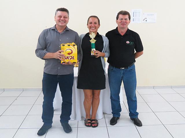 Wilson e Márcia Colombo vencem Torneio de Canastra para Casais