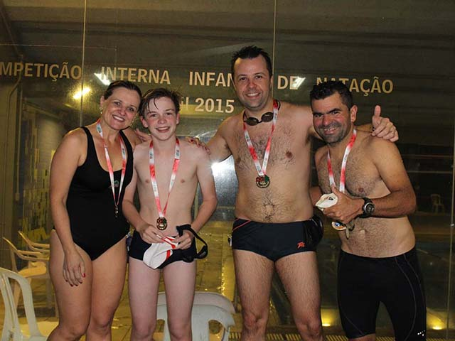 Competição Interna de Revezamento movimenta piscinas da S.R. Mampituba