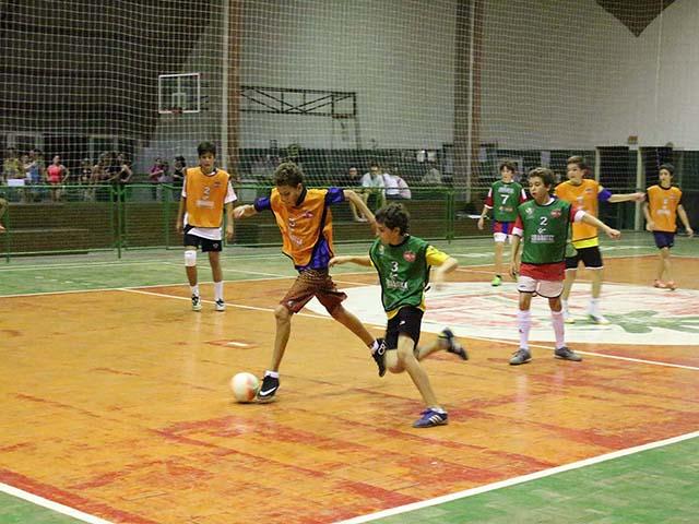 Aulas da Escolinha de Futebol são canceladas para revitalização do Ginásio de Esportes