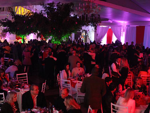 Noite dos Namorados reúne mais de 250 casais