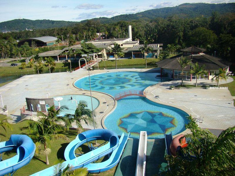 Em função do tempo chuvoso, abertura das piscinas externas será no dia 16