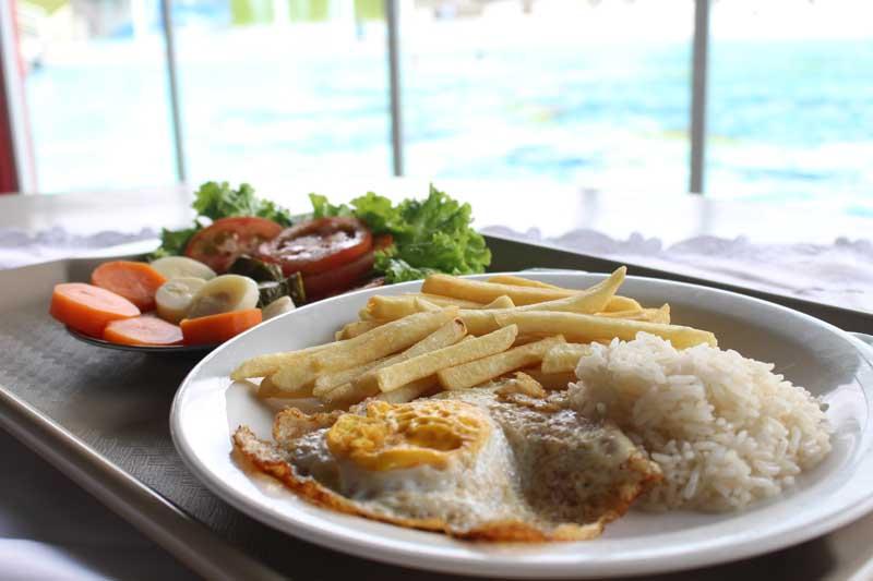 Restaurante das Piscinas reabre com almoços e lanches todos os dias