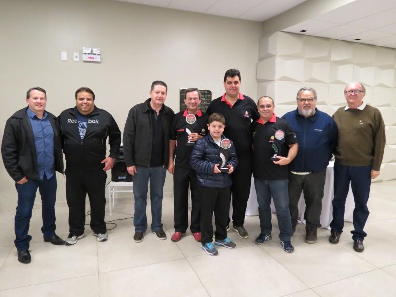 Equipe Iron 1 é a vencedora da Copa de Bocha em Duplas