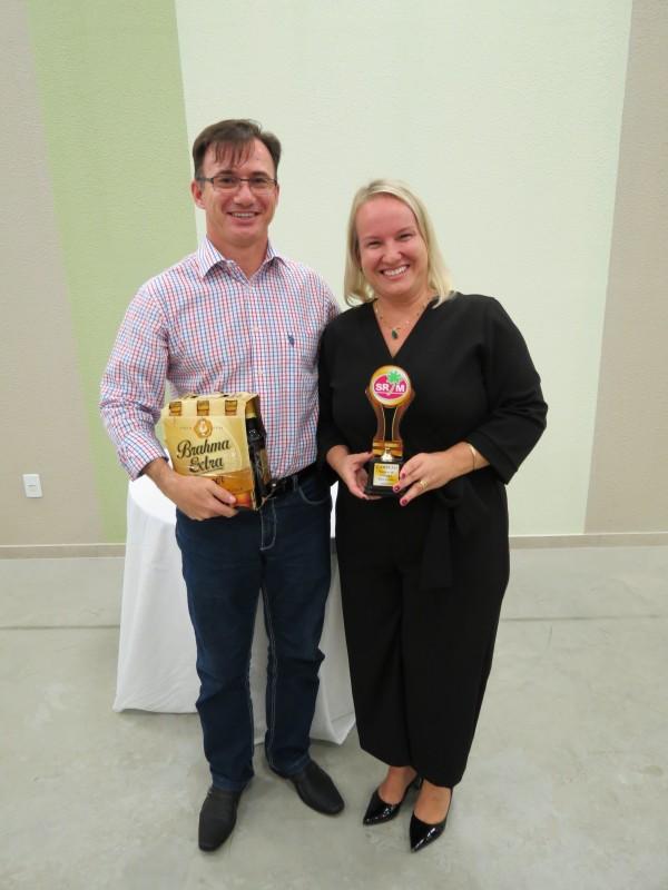 Marcelo e Tatiane vencem Torneio de Canastra para Casais