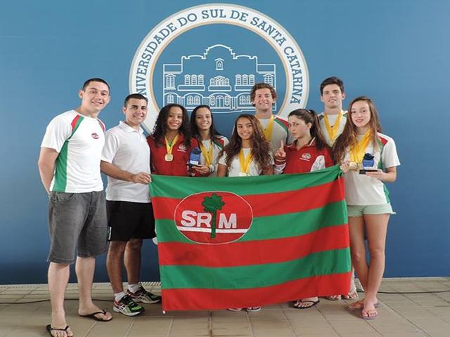 Natação da S.R. Mampituba / FME conquista 23 medalhas em competição estadual