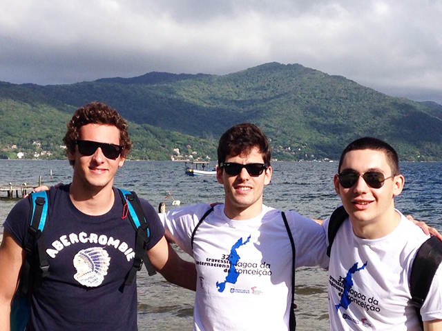 Atletas de natação da S.R. Mampituba fazem bonito em Travessia