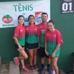 Sofia Silva, Sofia Brito e Ana Flávia Daros Espíndola ao lado do Técnico Rodrigo Canuto